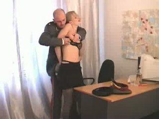Ruský lepší důstojník abusing spodní ranked dívka soldier video