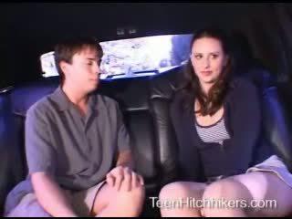 Adoleshent hitchhiker enjoying treshe seks