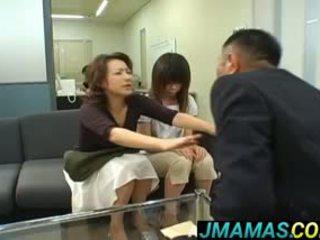 Miki yoshii dan ibu mouths fucked oleh men