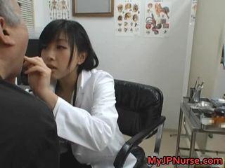 Japanisch doktor ist rallig für gurke