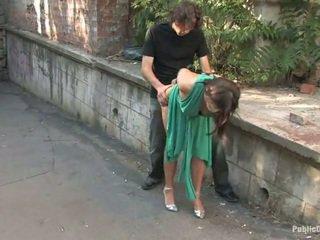 Lungo legged europeo gets punito