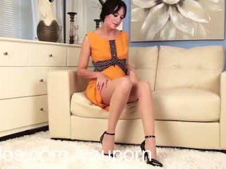 Ļoti pirmais porno video par karstās jauns mammīte