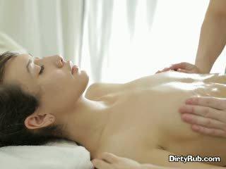Ada loves getting เธอ หี ทาน้ำมัน ขึ้น และ massaged