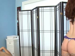 Melody uses um vibrador giving kimberly gates um fundo esfregar
