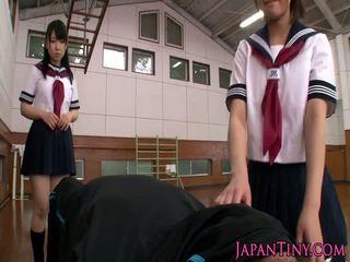 তরুণ জাপানী schoolgirls sharing বাড়া