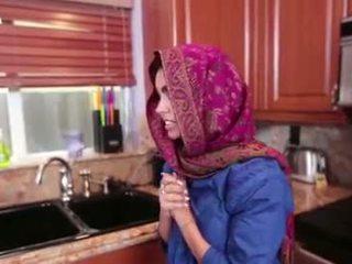 Arab टीन ada gets एक warm पुसी cream