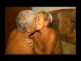 Gras lusty bunicuta gets ei paros pizda licked și inpulit r20