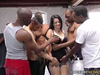 Katrina jade sucks mange svart cocks