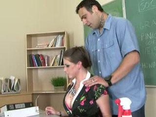 Rachel roxxx è un arrapato insegnante