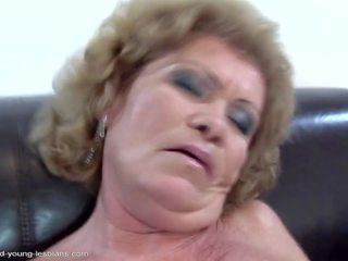 Poilu vieux lesbiennes baise et piss sur daughters: gratuit porno 12