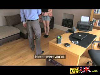 Fakeagentuk इटालियन और ब्रिटिश थ्रीसम में fake कॅस्टिंग