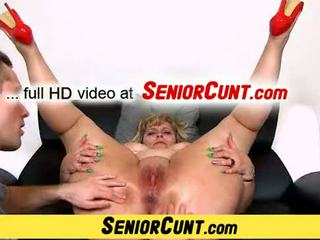 Mature pussy close-ups of amateur mom Anna