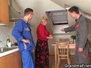 Starý babka offers ju pička ako a payment