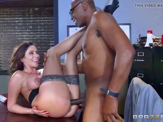 Brazzers - Ariella Ferrera - MILFs Like it Big: HD Porn 44
