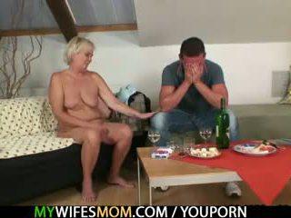 Của anh ấy vợ comes trong và sees anh ta fucking cô ấy xưa mẹ