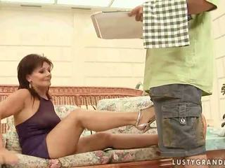 Chaud grand-mère enjoying coquin sexe