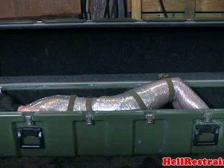Mummified покорен learns discipline