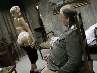 Muda gadis dan an lama lelaki having seks