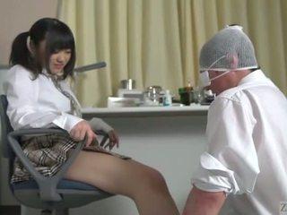 Subtitled japonská školačka facesitting salvation