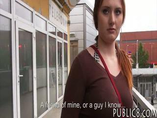 Velika joški čehinje punca zajebal v atobus stop za nekaj denar