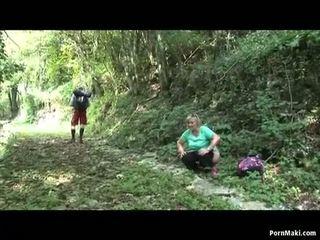อวบ รุ่นยาย takes dicking ใน the ป่า