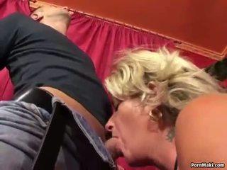 おばあちゃん enjoys アナル クソ マシン