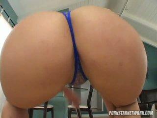 Big breaster georgia peach shows off her apple bottom