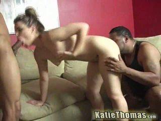 Katie taking en svart kuk djupt