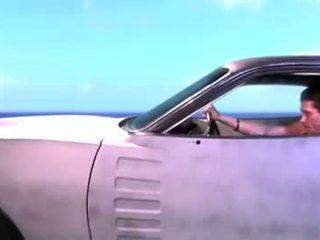 Giving a suihinotto kun taas päällä a korkea speed chase