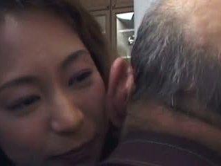 Daughter-in-law est baise de pas son father- et pas son fils