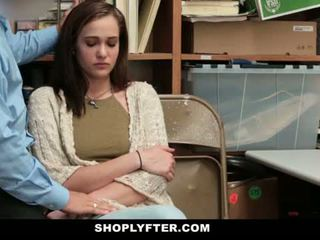 Shoplyfter - мама и дъщеря заловени и прецака за stealing