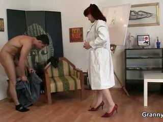 彼女 enjoys ライディング 彼の 若い ディック