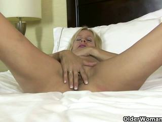 American MILF Payton Leigh gets Aroused in Nylon.