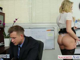 सेक्सी ऑफीस बेब mia malkova फक्किंग