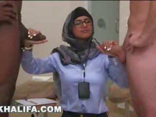 Arab mia khalifa compares suur mustanahaline riist kuni valge peenis