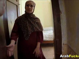 Dålig arab flicka desperate för kontanter sucks och fucks