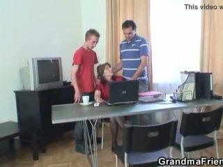 Trio ufficio scopata con nonnina <span class=duration>- 6 min</span>