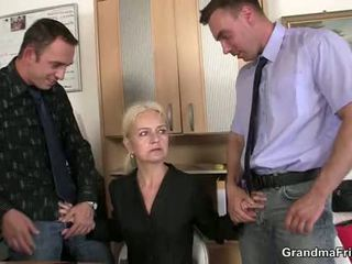 Granma sucks a fucks two cocks na práce interview