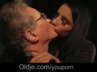 70 years старий guy величезний пеніс трахання cutie дівчина на blind дата