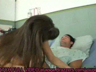 Rachel roxxx follando un paciente