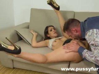Samia duarte sucks pene come nobody altro in scopata sloppy gola profonda