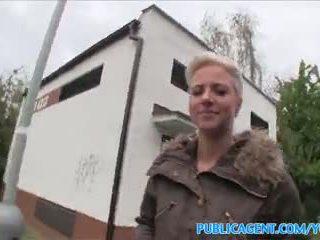 Publicagent tunge pierced blond fucks i offentlig