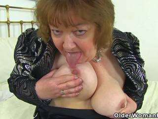 English бабичка susan pleases тя гладен путка с а.