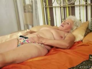 Lusty grandmas קומפילציה