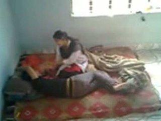 Bangladeshi lääketieteen opiskelija kanssa bf sisään mess (leaked)