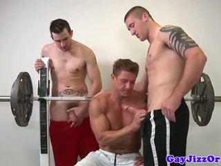 Muscle jock knull tvilling vid gym