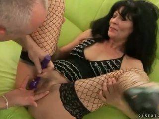 奶奶 gets 她的 的陰戶 性交 硬