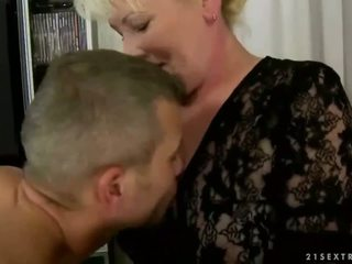 Old hooker gets fucked hard