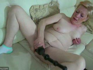 Oldnanny old diwasa with big dildo masturbate
