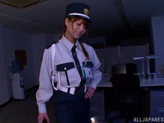 Cina petugas polisi donna gives mengagumkan merangsang dengan kaki untuk sebuah penyusup